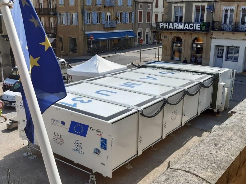 L'hôpital mobile construit dans le cadre du projet EGALURG s'installe à Bayonne pour renforcer le service des urgences affecte par la covid-19